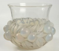 """René Lalique Paire de Vases """"Prunes """" Opalescent"""