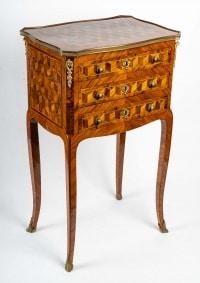 Petite table chiffonnière, Louis XV, estampillée.