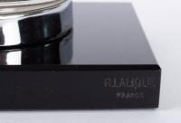 Mascotte Serre-Livres « Pintade » verre blanc socle sur base verre opalin noir de René LALIQUE