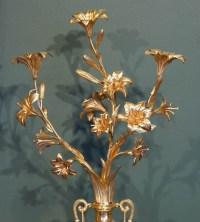 Paire de vases Louis XVI en marbre et bronze doré.