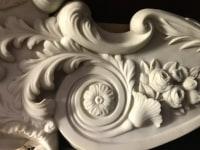 Cheminée en marbre blanc. Réf: 396