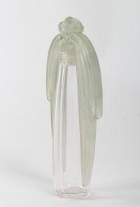 Flacon tiare « Eucalyptus » verre blanc patiné vert clair de René LALIQUE