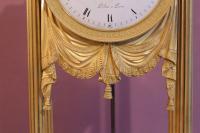 Pendule portique en bronze doré, le cadran émaillé blanc signé Pichon