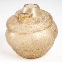 """Vase """"Serpent"""" verre blanc patiné sépia de René LALIQUE"""