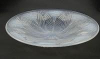 """René Lalique coupe """"oeillet"""" Opalescente"""