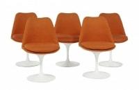 Eero SAARINEN (1910-1961) Suite de cinq chaises «Tulipe» .
