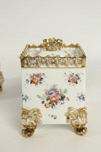 Paire de pots pourris en porcelaine de Paris circa 1830