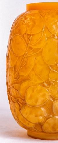 """Vase """"Monnaie du Pape"""" verre Butterscoth double couche jaune et opalescent de René LALIQUE"""