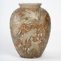"""Vase """"Martin Pêcheurs"""" verre blanc patiné vert et sépia de René LALIQUE"""