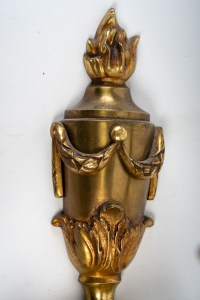 Importante suite de quatre appliques en bronze à trois lumières, style Louis XV, XXème.