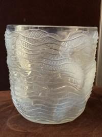 """René LALIQUE  : Vase """"Dauphins """" Opalescent"""