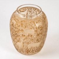 """Vase """"Biches"""" verre blanc patiné sépia de René LALIQUE"""