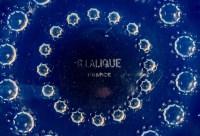 """Suite de 12 Assiettes """"Asters"""" verre opalescent de René LALIQUE"""
