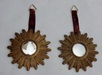 1970′ Paire De Miroirs Convexes Soleils En Résine Dorée