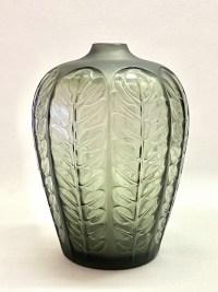 """Vase """"Tournai"""" verre gris de René LALIQUE"""