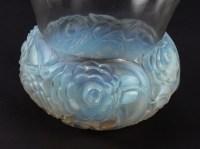 Vase « Renoncules » verre opalescent patiné gris de René LALIQUE