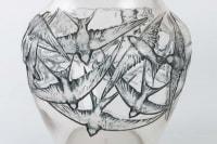 Vase « Hirondelles » verre blanc émaillé bleu de René LALIQUE