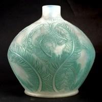 Vase « Plumes » verre opalescent double couche patiné vert de René LALIQUE