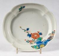 Paire de petits plats lobés Japonais Kakiemon en émaux polychromes, 18ème siècle