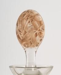 """Carafe """"Prunelles"""" verre blanc patiné sépia de René LALIQUE pour Cusenier"""