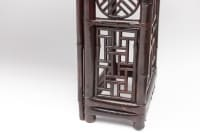 Grande console chinoise en bambou laqué rouge, fin XIXe siècle
