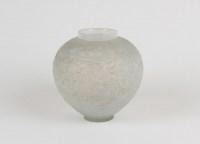 """René LALIQUE (1860-1945) Vase """"Gui"""" opalescent"""
