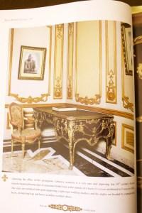 """Bureau plat dit """"aux singes"""" style Régence signé ZWIENER 19e siècle"""