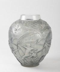 """Vase """"Archers"""" verre blanc patiné bleu de René LALIQUE"""