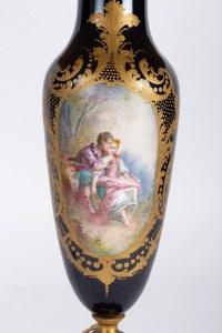 Lampe bleu de Sèvres à scènes galantes XIXème