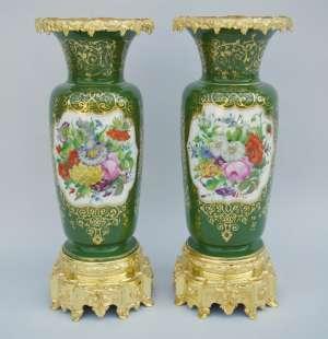 Paire des grands vases en porcelaine, circa 1880