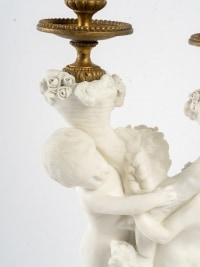 Belle Garniture en biscuit et bronze doré Fin XIXème siècle