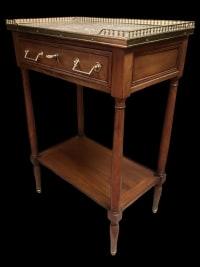 Petite console rectangulaire en acajou vers 1800