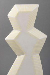 Sculpture contemporaine en marbre blanc rehaussé de jaune par Savy, 2005