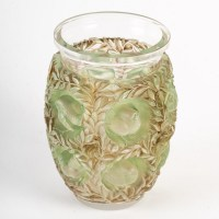 """Vase """"Bagatelle"""" verre blanc patiné vert et sépia de René LALIQUE"""