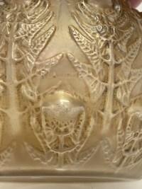 """Vase """"Fougères"""" verre blanc patiné sépia de René LALIQUE"""