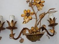 1970' Paire d' Appliques en Métal Doré à Décor de Fleurs  et Feuilles  Style Maison Bagués