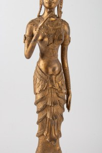 Déesse Indonésienne En Métal Doré Tenant Une Fleur De Lotus, 1920-1940