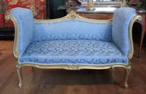 Banquette de style Louis XV en bois doré à la feuille