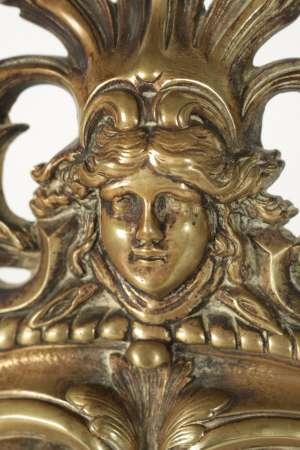 Important miroir à poser en bronze patiné du 19ème siècle, miroir biseauté au mercure, h: 60cm, l: 37cm, p: 4cm.