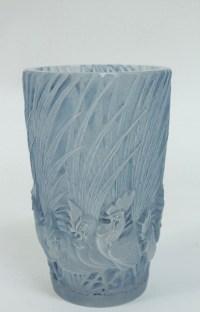 LALIQUE René (1860-1945) Vase « Coqs et Plumes ».