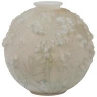 LALIQUE René France Vase Opalescent « Druide »