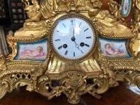 Pendule en bronze doré et plaques de porcelaine de Sèvres. Ref: 64.