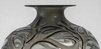 Vase « Sophora » verre gris patiné blanc à l'acide de René LALIQUE