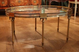 Table basse en bronze doré année 1950