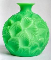 "Vase ""Ormeaux"" verre vert jade de René LALIQUE"