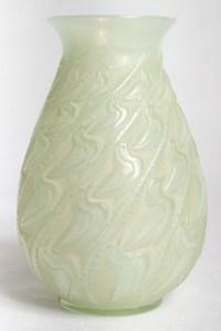 """Vase """"Canard"""" verre vert peppermint émaillé beige d'origine de René LALIQUE"""