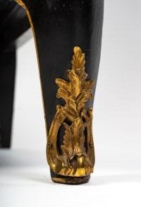 Paire d'encoignures en bois noir décor laque de Chine signé Walter Comilli