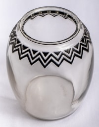 """Vase """"Koudour"""" verre blanc émaillé noir d'origine de René LALIQUE"""