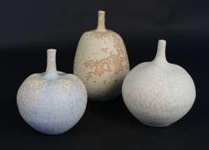 Yves Lambeau - 3 vases de forme végétale en porcelaine à glaçure cristallisée mate