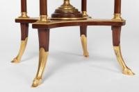 Guéridon style Directoire en acajou, onyx et bronze doré, fin XIXe siècle